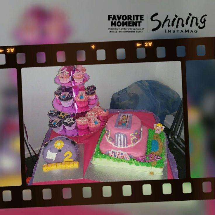 Prinsen sweet table Kasteel taart met foto van de jarige prinses  Handtas meptaartje  Grote cupcakes en kleine cupcakes met sterren en fotootjes van de jarige prinses