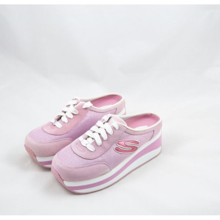 WTF to this website that seems questionable but, gathering heavy inspiration for my platform trainers trend