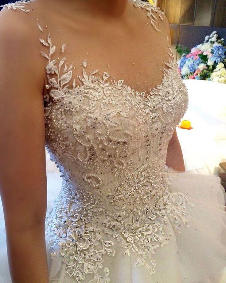 #detalhes de um #vestido muito lindo ! Um verdadeiro #sonho ! #Weddinginspirations Marque suas amigas ❤️