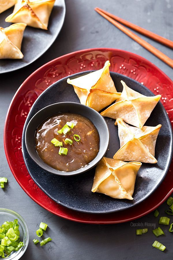 Want to save money on Chinese take out but hate frying at home? These crispy General Tso's Chicken Baked Wontons combines everyone's favorite general tso's chicken dish with the concept of crab rangoons into crispy baked wontons that will disappear quickly.