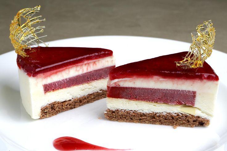 La delicatezza della mousse al cioccolato bianco e del cremoso ai lamponi, una nota particolare, quella del peperone, raffinatezza da veri intenditori.