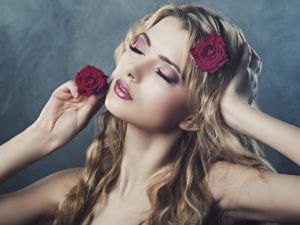 Wallpapers Blonde with a rose in her hair