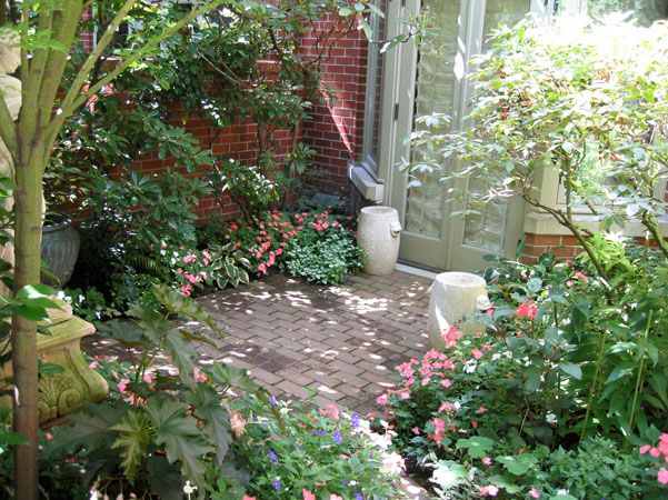Landscapers in the seattle area vertumni landscape for Small shady courtyard ideas