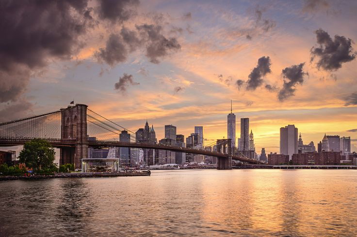 Sunset over the #BrooklynBridge in #NewYork http://www.nyhabitat.com/blog/2014/12/29/top-5-spots-watch-sunset-new-york/
