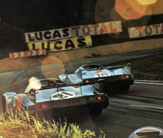 (21) Gérard Larrousse / Vic Elford - Porsche 917L - Martini International Racing Team - (18) Pedro Rodriguez / Jackie Oliver - Porsche 917L - John Wyer Automotive Engineering - XXXIX Grand Prix d´Endurance les 24 Heures du Mans - 1971 International Championship for Makes, round 9 - Challenge Mondial, round 4
