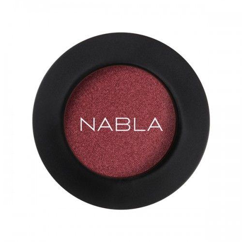 Prachtige losse (hoog gepigmenteerde) oogschaduw van Nabla Cosmetics! Kleur DAPHNE N°2; Bordeaux / koper blueberry kleur Zowel nat als droog aan te brengen! Crueltyfree & Vegan Makeup, zonder parabenenen siliconen etc. Inhoud: 2,5g