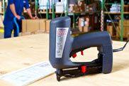 Hammer-, Druckluft- & Elektrotacker | Novus Befestigungstechnik