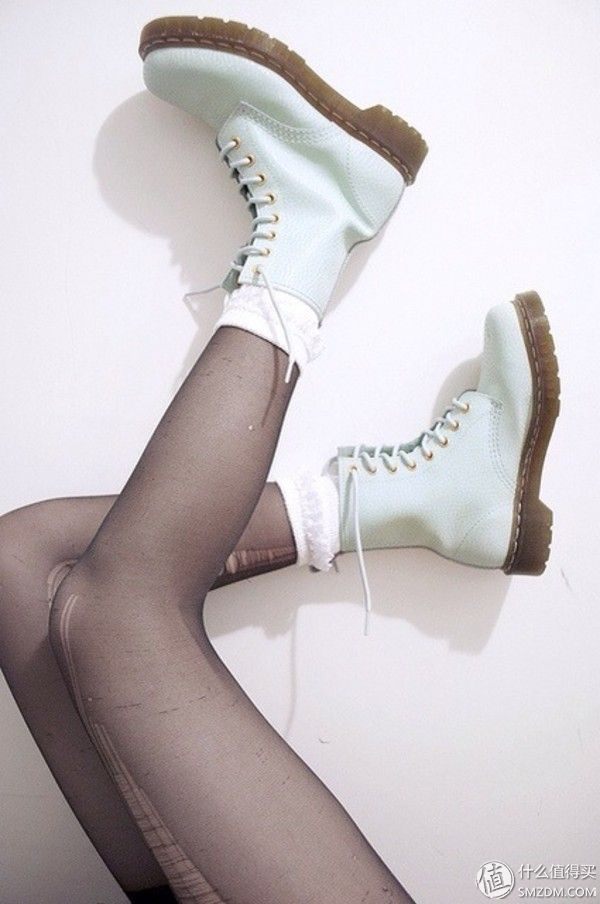 Dr Martens Alix White Boots - http://ninjacosmico.com/9-fashion-tips-pastel-grunge/