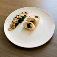 Kiprollade met spinazie en champignons