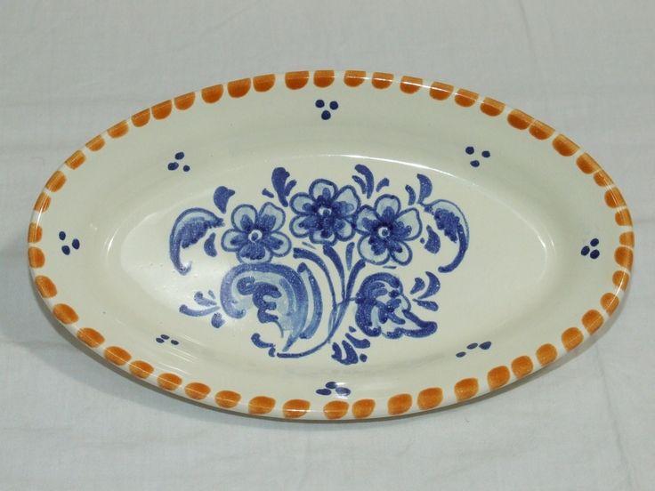 Bandeja de cerámica entremeses lisa con detalle de flor azul. Más info:  http://www.artesania-alla.es