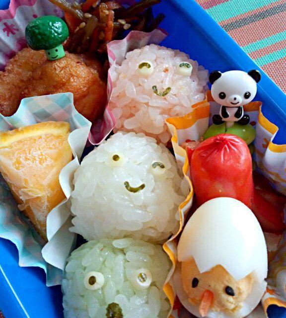 4回目(5月)息子のお弁当♪ 初のデコふり使って、三色団子風おにぎりで♪ - 2件のもぐもぐ - 幼稚園お弁当(年少) by TSUKI