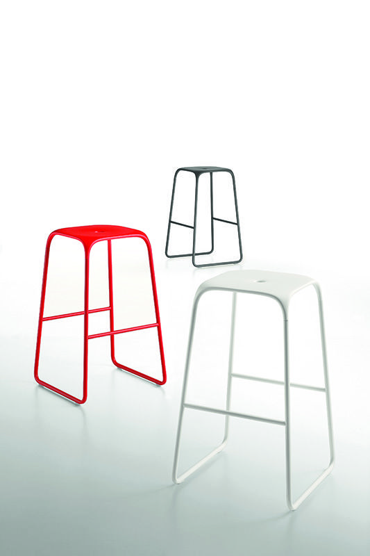 Bobo metal barstool in two heights and various colours