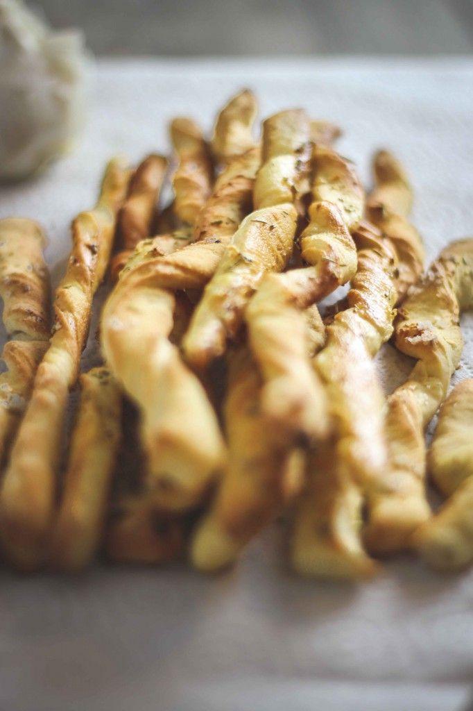 Crunchy Grissini with Rosemary & Garlic (toertchenherzog.com)