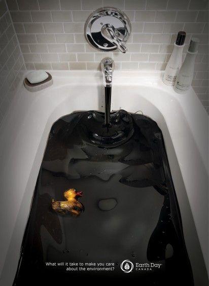 Un bain de pétrole ça vous dit ? Les canards n'en sont pas ravis. Publicité assez frappante.
