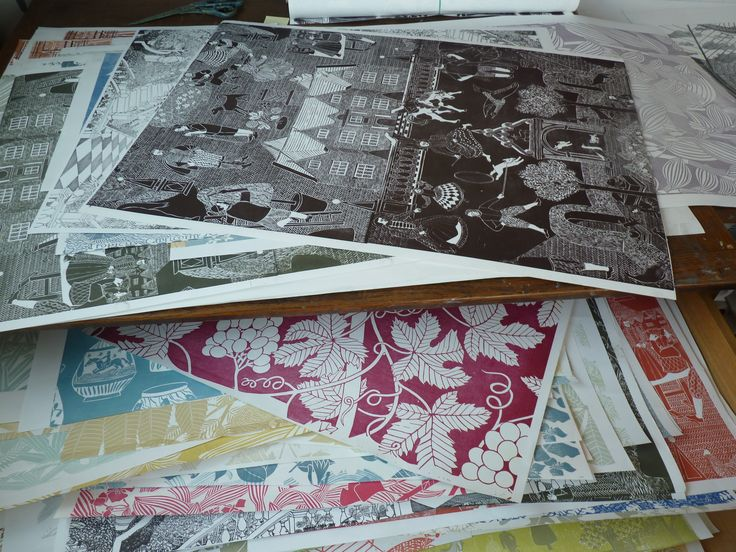 Marthe Armitagehttp://www.bibleofbritishtaste.com/the-best-hand-made-wallpaper-in-the-world-is-by-marthe-armitage/
