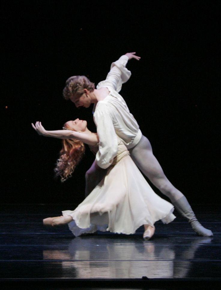 Smuin Ballet dancers Erin Yarbrough-Stewart and Aaron Thayer performing the Romeo and Juliet pas de deux ♥ www.thewonderfulworldofdance.com #ballet #dance