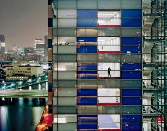 http://www.boumbang.com/floriane-de-lassee/ Floriane de Lassée, image 104, 2006. Extrait de la série Tokyo night views, 2006