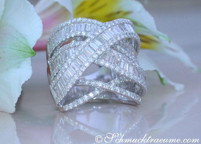 Crossover Diamond Ring with Baguette Diamonds » Juwelier Schmucktraeume.com