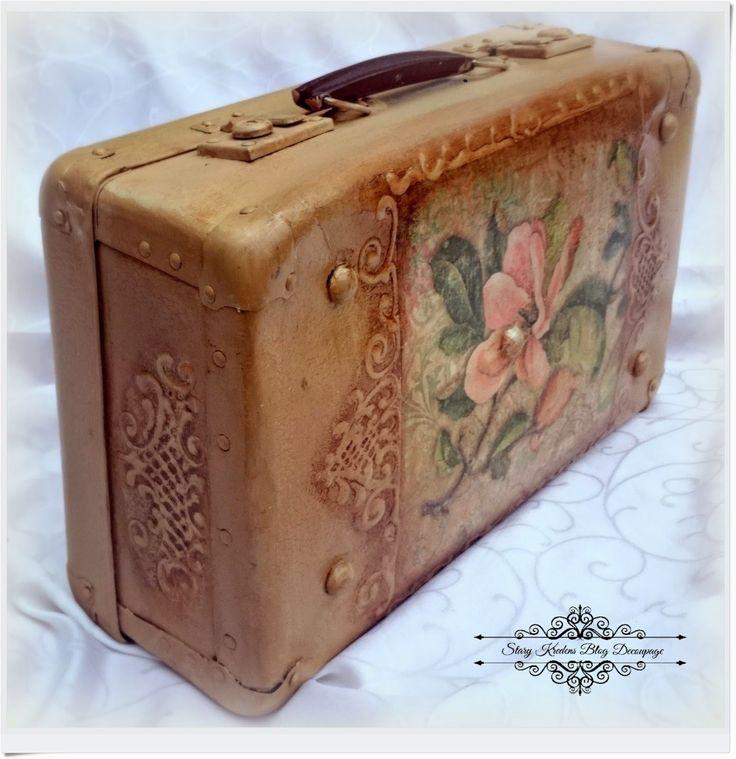 Magnolie , be?e i ornamentowe reliefy - walizka w stylu retro - Decoupage.