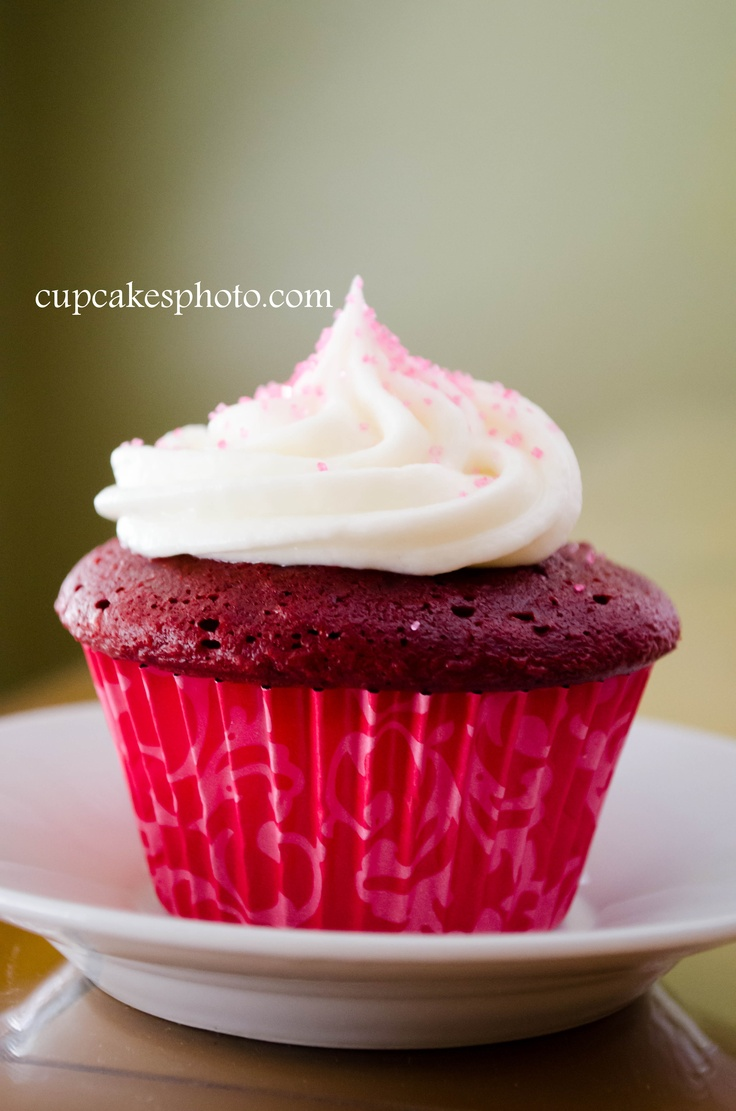 Red velvet cupcake with yummy frosting & pink sugar sprinkles. Photo ...