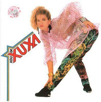 Depois da onda do planking, em que as pessoas se posicional deitadas de bruços nos lugares mais inusitados, como uma prancha, outra moda invade o país: A pose agora é baseada na primeira capa do disco da Xuxa.