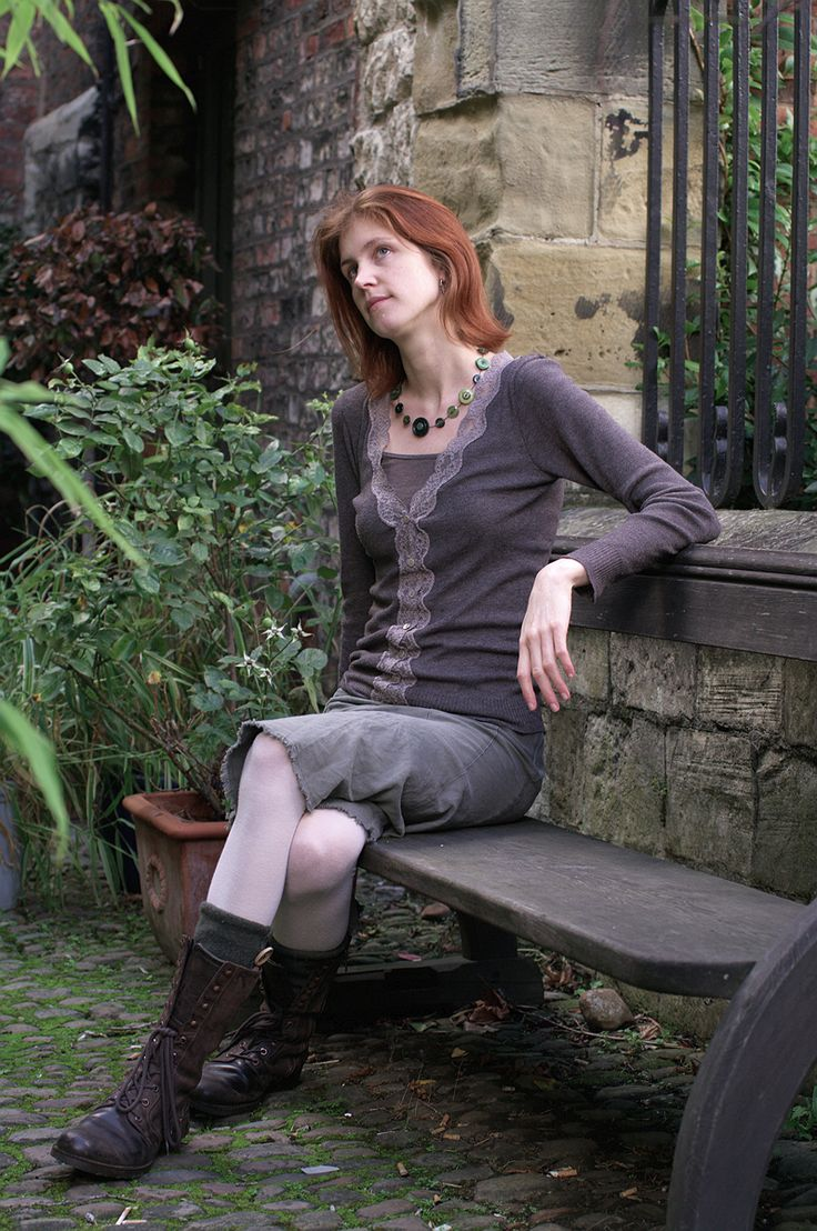 Green button necklace from buttonjewellery.co.uk. Boots from Timberland, cardigan from Kew, skirt from Sisley.