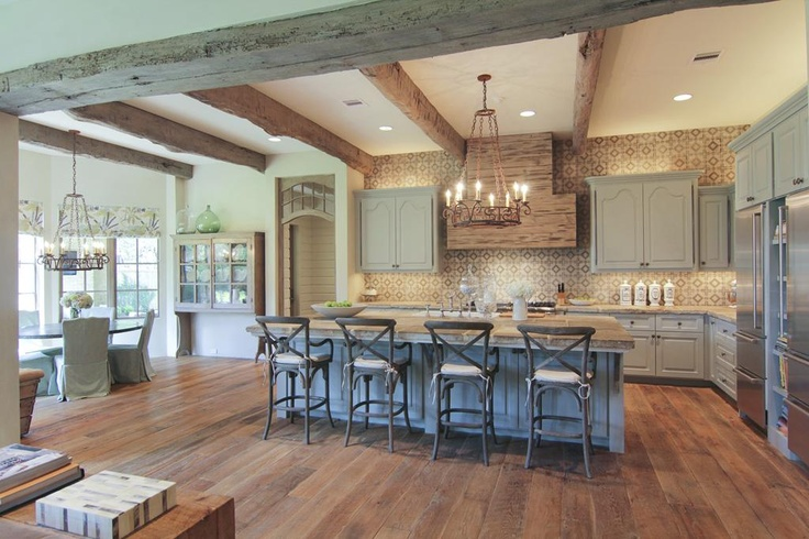 nice kitchen: Beautiful Kitchens, Dreams Kitchens, Floors, Paintings Cabinets, Rustic Kitchens, Houses Ideas, Cote De Texas, Open Kitchens, Wood Beams