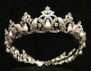 Pearl Drop Tiara from Monaco: Princesses Charlotte, Pearls Drop, Crowns Jewels, Prince Rainier, Monaco, Royals Jewels, Cartier Pearls, Drop Tiaras, Hair Sliding