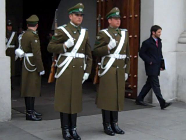 Uniforme de invierno de la Guardia de Palacio de la Moneda de Carabineros de Chile / Winter uniform of the Moneda Presidential Palace Guard of the Chilean Police