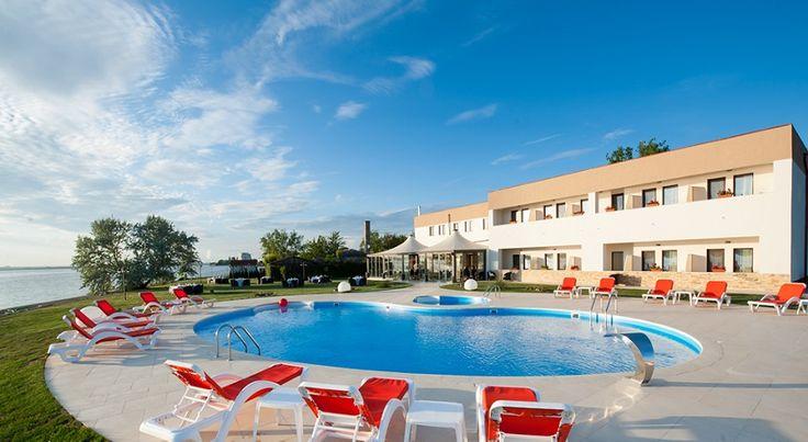 Hotel Gociman Mamaia sejur 5 nopti cazare in camera dubla cu mic dejun, acces piscina, internet wireless, parcare gratuita.