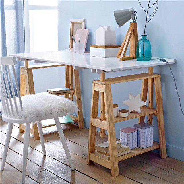 Ce bureau aux lignes légères et élégantes est aussi très pratique avec ses tréteaux pouvant servir de niches de rangement. Réglable en hauteur, il s'adaptera à vos besoins