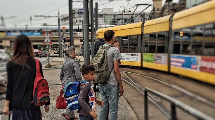 #dvb #dresdnerverkehrsbetriebe #straßenbahn #tram #dresden #heydresden #hauptbahnhof #mainstation #sachsen #saxony #visitdresden #instagram #instagramgermany #ig_europe #ig_deutschland #ig_germany #picture #pictureoftheday #streetphoto #street #people