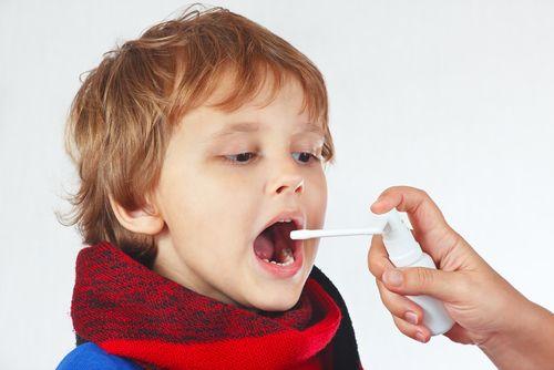 El mal aliento de los niños es un signo inequívoco de que algo está pasando en el organismo del niño y lo principal es saber qué ocasiona el problema.
