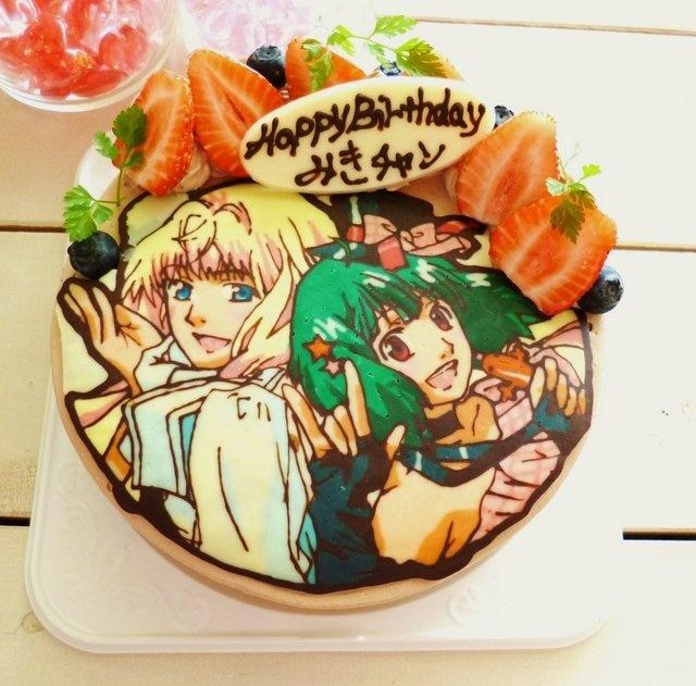 """マクロスFRONTIERのテーマの文字ケーキ!キャラクターケーキの""""画像""""は、手作りのチョコレートシート...ラインのレギュラーチョコレート、ホワイトチョコレートのその後さまざまな色です!誰が彼らの誕生日ケーキで自分の好きなキャラクターの甘い作品を望んでいないだろう? / A Macross Frontier themed Character Cake! The """"image"""" of most any Character Cake is a handmade sheet of regular chocolate for the lines/boarder and white chocolate in different colors! Who wouldn't want some sweet artwork of their favorite character(s) on their birthday cake?! Via Jmanga-Lab. #anime #manga #food #dessert #cake #otaku #geek"""