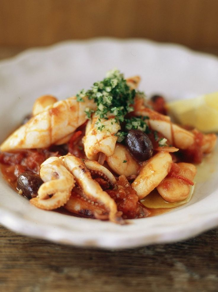 Quick stewed squid with tomatoes and olives