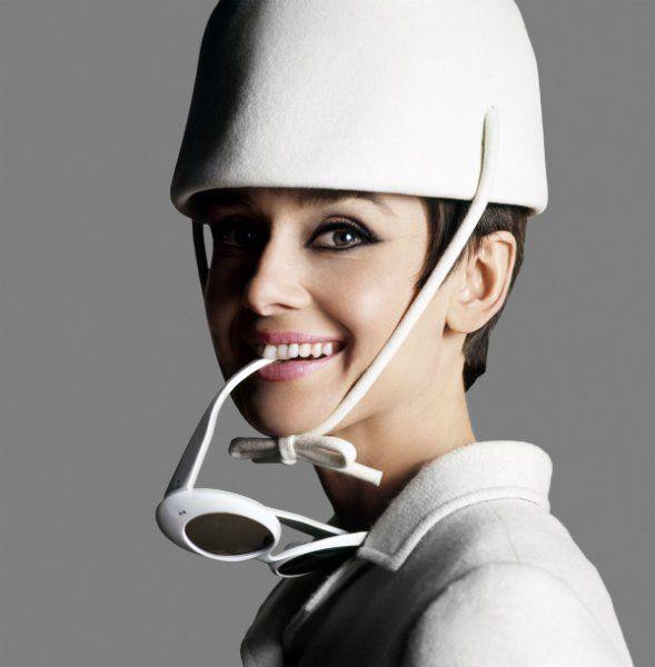 Douglas Kirkland, Audrey Hepburn dressed in Givenchy with sunglasses by Oliver Goldsmith (1966) Photo: (1966) ©Douglas Kirkland
