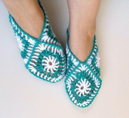 Turqoise-white anatolian style knitted slipper.