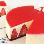Hvid chokolademoussekage med jordbær