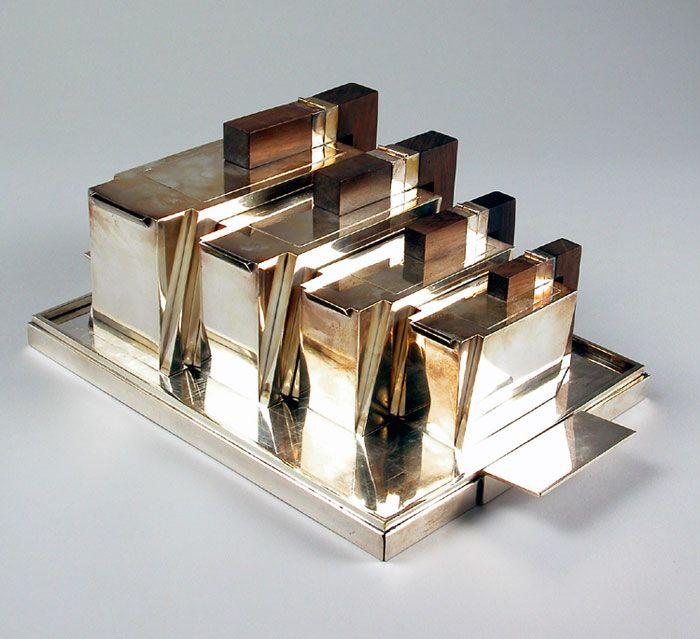 124 best images about art deco metalware on pinterest for Decoration maison 1930 renove
