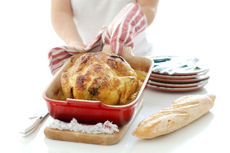 Pollo asado al horno con patatas panaderas