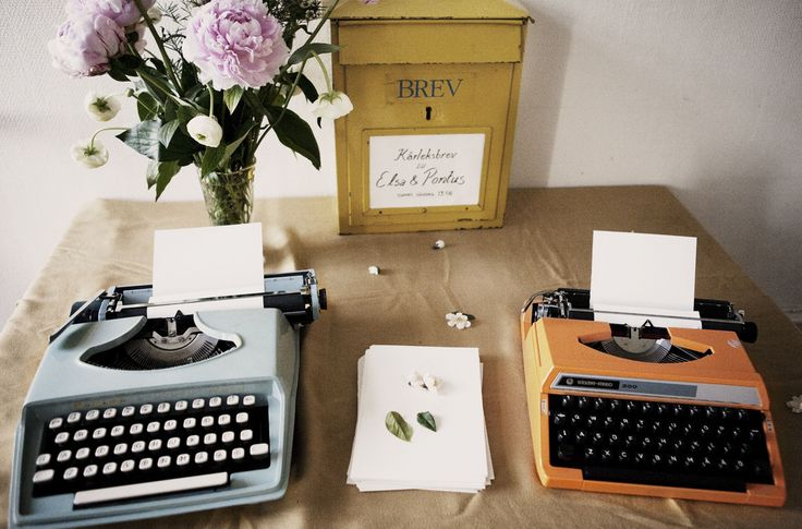 Brilliant ide to have the guests write love notes on old type writers. Must remember this idea!