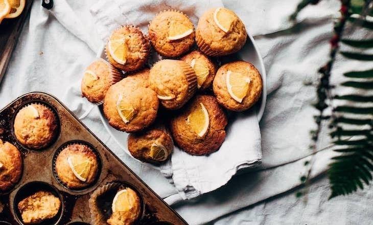 Saftiga apelsinmuffins med en liten hint av kardemumma. Perfekt för fredagsfikat!