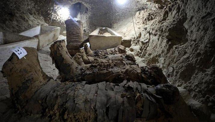 Biliyor muydun ? /// Mısır'da 2000 Yıldır El Değmemiş Bir Odada 17 Mumya Keşfedildi! Görüntüler hem ürkütücü hem de heyecan verici