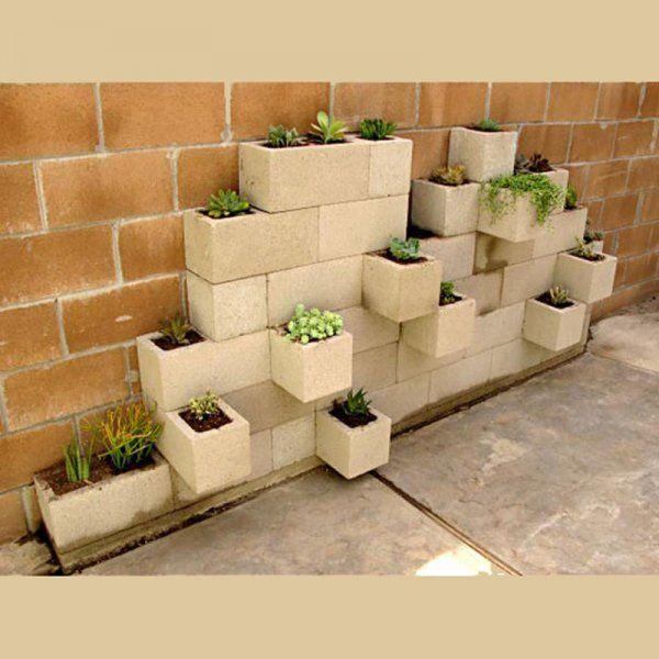 Un mur végétal fait de parpaings - Marie Claire Idées