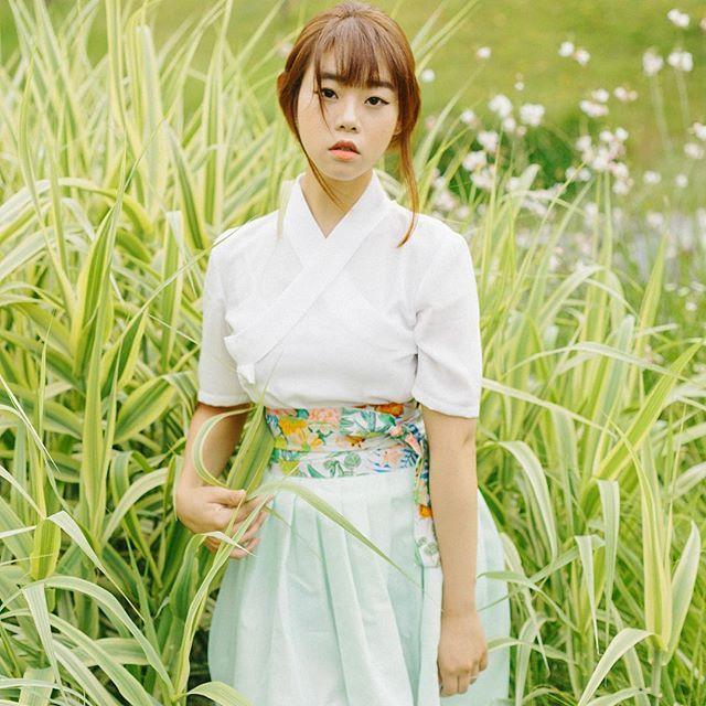 인스타 #프사 로도 할만큼 너무 마음에 드는 사진 연두연두 너무 예뻐요 . #신상 오픈 예정 허릿단의 #꽃무늬 프린트가 포인트에요 치마는 오묘한…
