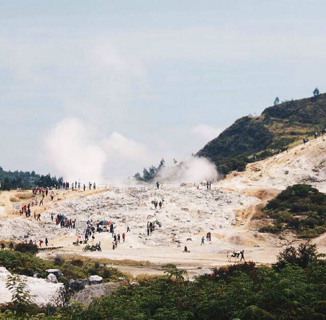 Sikidang Crater is one of the natural tourism sites situated up in Dieng plateau, Central Java Province, with steaming vents and frantically bubbling mud ponds. Sikidang is a Javanese word for a small deer. This crater got its name due to the small erruptions which constantly change places.