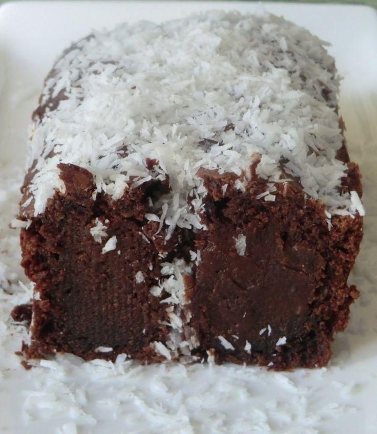 Un bon petit gâteau au chocolat et à la noix de coco... Que du bonheur! Ingrédients: 20 cl de crème de coco 200 g de chocol...