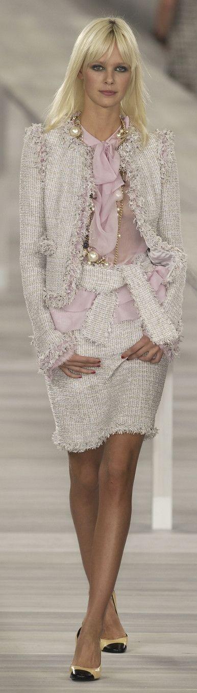 ♥Chanel ~ Spring White Knit Skirt Suit 2009 (scheduled via http://www.tailwindapp.com?utm_source=pinterest&utm_medium=twpin&utm_content=post109812917&utm_campaign=scheduler_attribution)