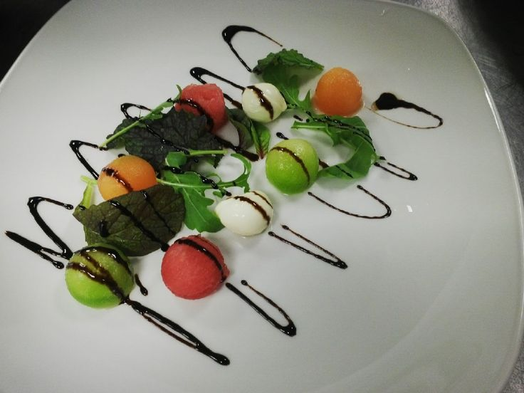 Bocconcini mozzarella with melon and baby leaves #lightsalad #Bocconcinimozzarella #Cloudsestate http://cloudsestate.com/home-8.html
