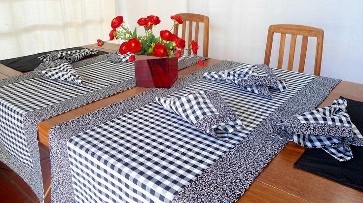 Dê boas vindas aos seus convidados com estilo!  Esse conjunto de caminhos de mesa, americanos e guardanapos é uma versão moderna da toalha de mesa. Totalmente personalizado, podem ser peças maravilhosas no seu almoço, jantar, lanche, churrasco ou festa.  Ótimo item para sua casa.  Os nossos produ...